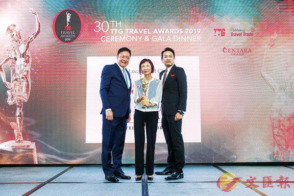 ■海逸國際酒店集團董事高寶珍(中)在第30屆TTG年度旅遊大獎頒典禮上接受殊榮