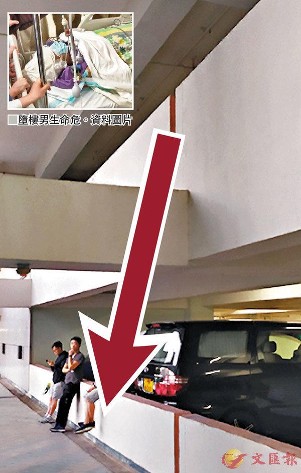 ■墮樓男生從3樓直墮2樓平台。 香港文匯報記者  攝