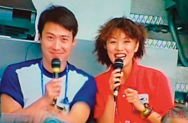 ■黎明和陳芷菁拍攝於1998年世界盃決賽的法國聖坦尼球場場內。 作者提供