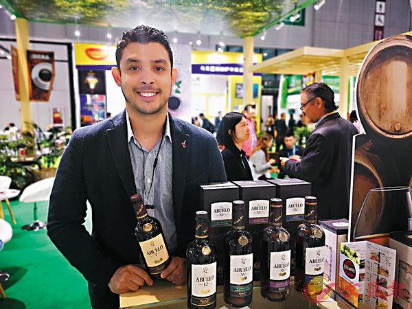 ■David帶來巴拿馬「國寶」朗姆酒。 香港文匯報記者倪夢璟 攝