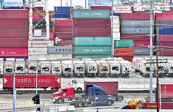 ■商務部昨日表示,中美同意隨協議進展,分階段取消加徵關稅。圖為美國洛杉磯港一隅。 資料圖片