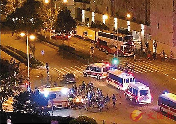■網上流傳的救護車遇上防暴警照片,該救護車並非A344。