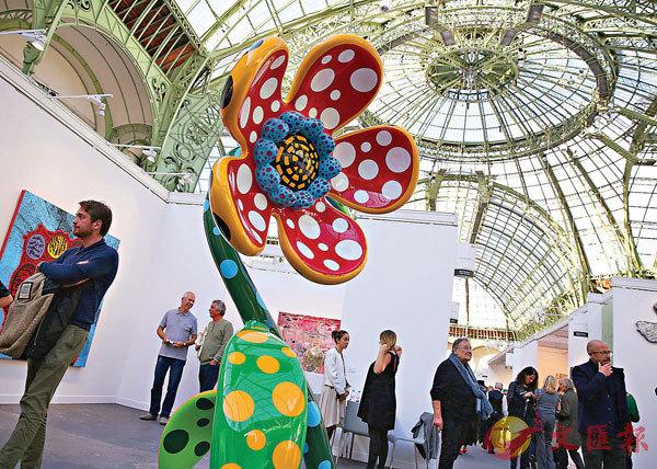 ■人們參觀2019巴黎國際當代藝術博覽會。