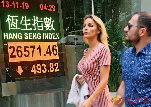 ■港股昨一度跌600點,尾市跌勢稍收窄,成交792億元。 中新社