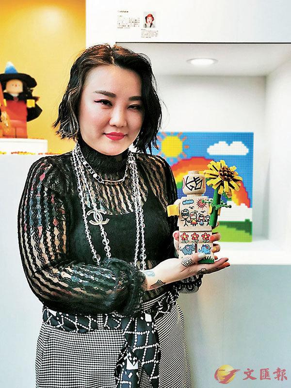 ■由香港紋身師Codybabe設計,彩虹、星球、星星等色彩繽紛個性圖案全部融入全部作品中。