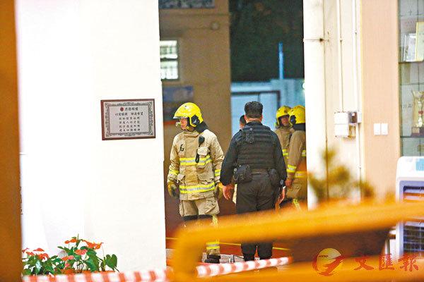 警方爆炸品處理課人員與消防員,昨晚仍在校內處理有關爆炸品。
