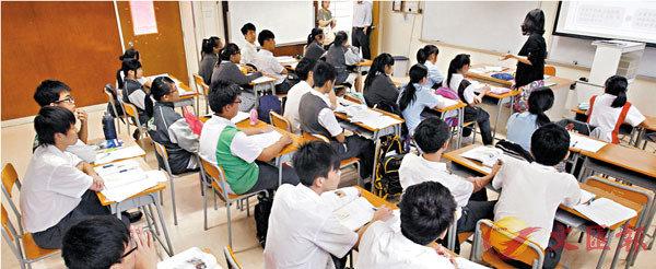 ■港生在閱讀及數學能力排名各跌兩位變全球第四,科學能力則維持第九名。圖為香港學生上課情況。 資料圖片