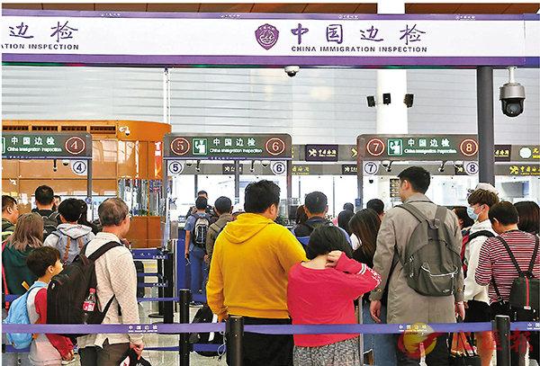 ■經港珠澳大橋珠海口岸出入境香港籍旅客創新高。 香港文匯報記者方俊明  攝