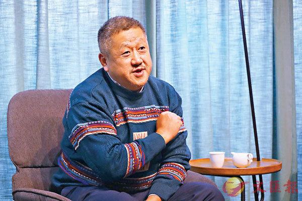 ■孔慶東在鄭州松社書店接受採訪。  劉蕊 攝