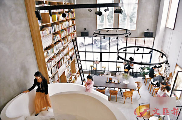 ■ 廣東各城市的特色書店各有不同主題和氛圍。圖為位於佛山的野獸圖書館。 網上圖片