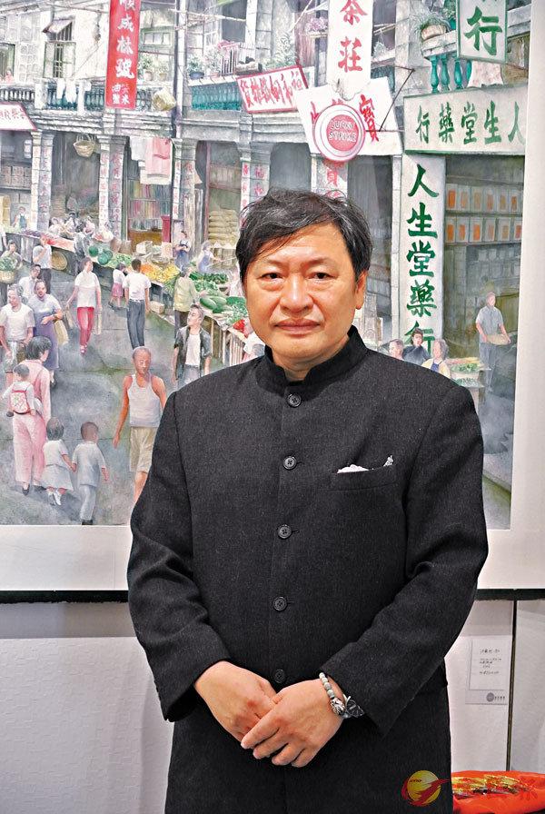 ■鍾建新自小畫畫,畫了54年。