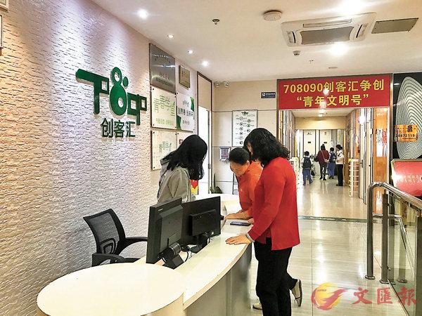 ■曾義於2015年創辦708090創客匯。 香港文匯報記者何花 攝