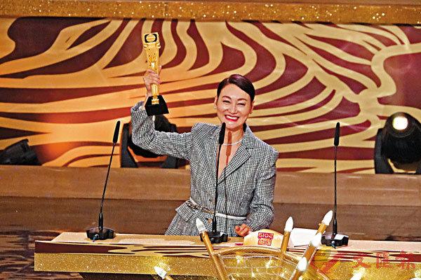■惠英紅憑《鐵探》榮膺「最佳女主角」,成為影視大滿貫。