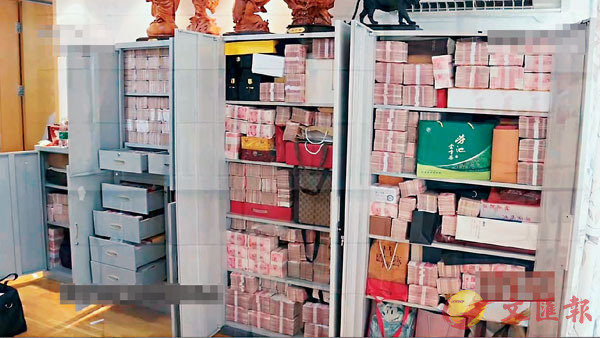 ■專案組在北京某小區發現了賴小民藏匿贓款的一處房屋,裡面有多個保險櫃,存放現金達兩個多億元。 網上圖片