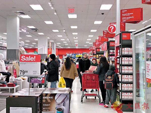 ■感恩節隔天的「黑色星期五」是每年全美最熱鬧的購物日之一,但網絡購物興起,業者提前促銷分散人流。資料圖片