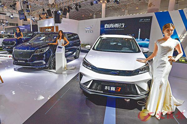 ■去年新能源汽車銷量首現年度下滑,圖為近日舉辦的第二屆海口國際新能源暨智能網聯汽車展覽會。 資料圖片