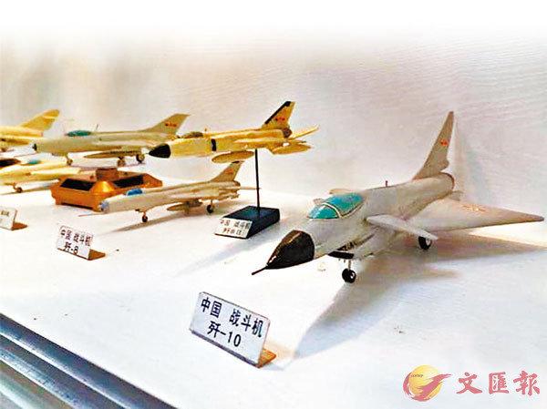 ■ 楊騰祥純手工製作的中國飛機模型。 網上圖片