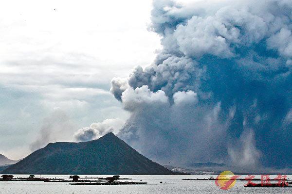 ■菲律賓呂宋島塔阿爾火山變得活躍,噴出大量火山灰及濃煙。 資料圖片