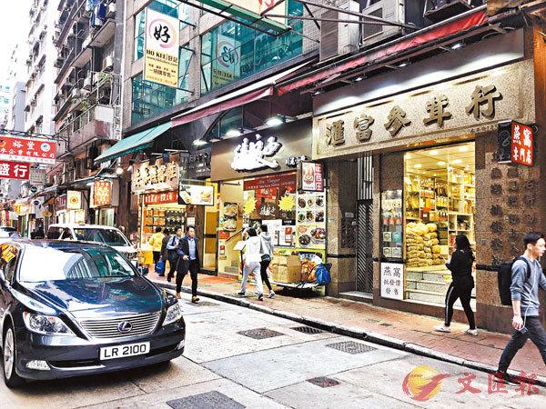 ■海味街在過年前十分冷清,辦年貨市民寥寥可數。香港文匯報記者文森  攝