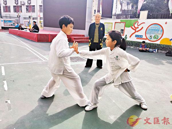 ■學生們假期回到學校練習,為4月赴港參賽作準備。香港文匯報記者李望賢 攝