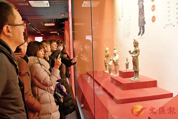 ■民眾參觀展覽。