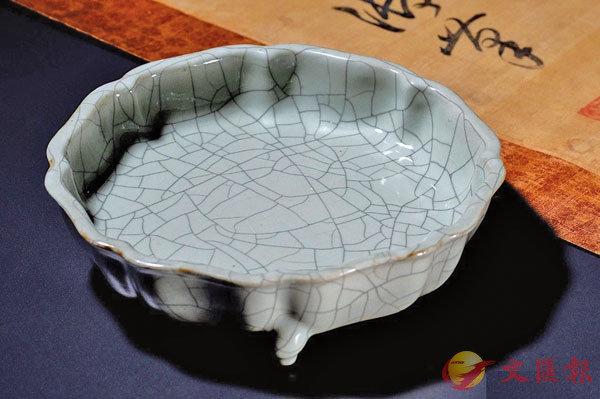 ■�鱆驤晙�,乾隆仿哥釉葵花式三足洗以534多萬成交。