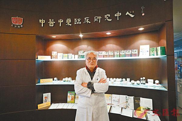 ■梁秉中認為市民現階段毋須過於恐慌,並指中藥對新型肺炎亦有預防作用。香港文匯報記者  攝