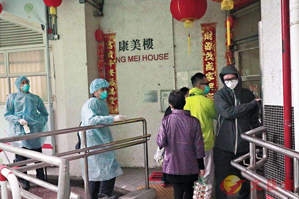 ■青衣長康�h康美樓昨日黃昏解封,其他坐向的住戶陸續回家。 香港文匯報記者  攝
