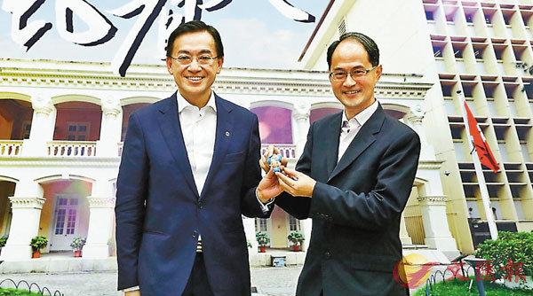 ■ 香港天文台台長岑智明(左)將退休,鄭楚明(右)將接任天文台台長。 香港文匯報記者 攝
