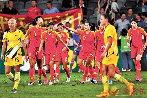 ■ 中國隊隊員慶祝入球。 法新社