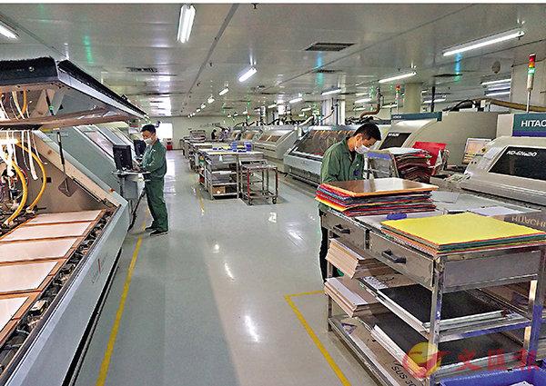 ■廣東新政將惠及50多萬家中小企業。圖為春節後,廣東一家企業復工生產。 敖敏輝  攝