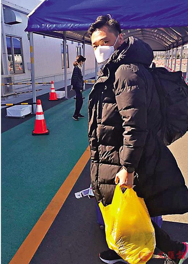 ■ 鄭泳舜為港人送物資。 fb圖片