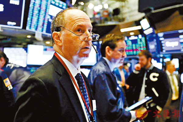 ■ 投資者對疫情擔憂情緒有所降低下,恐慌指數VIX本月份持續走低,累挫近30%。美股等風險資產價格普遍回升。 美聯社