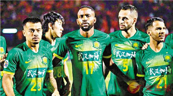 ■國安隊球員均穿上印有「武漢加油」的球衣作賽。  球隊微博圖片