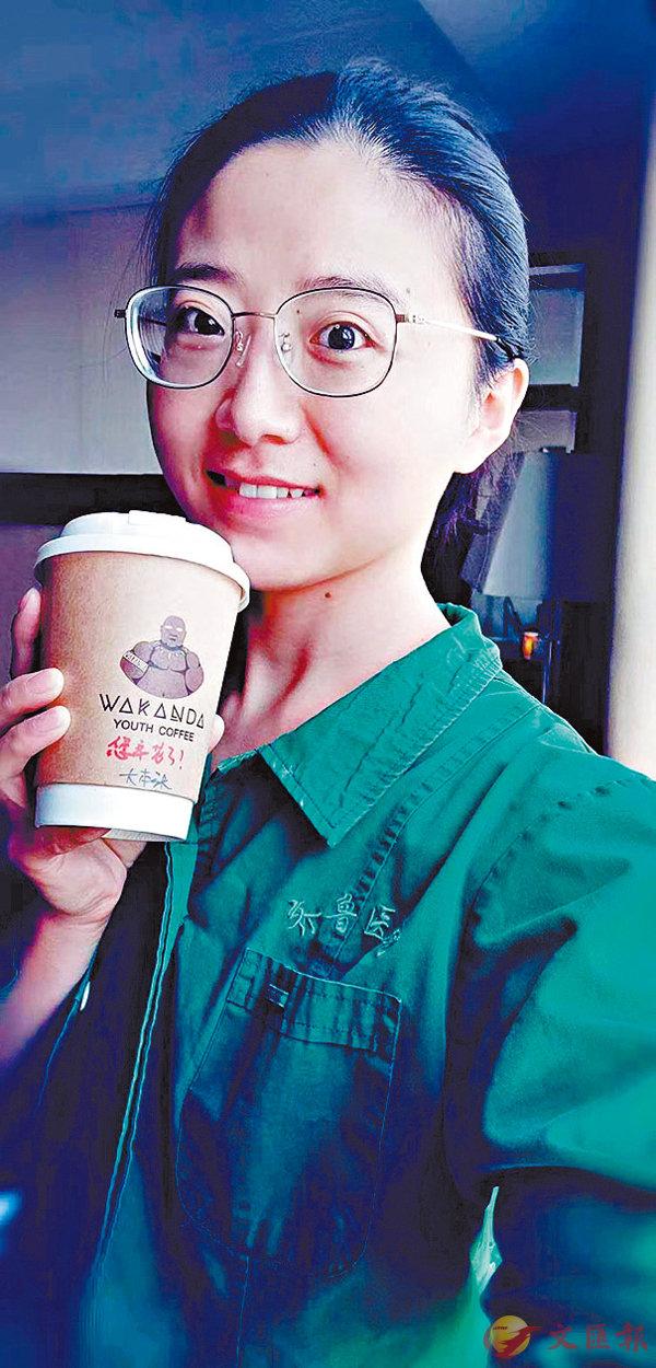 ■醫護人員給田亞珍發來與咖啡的自拍,感謝她們的辛苦。香港文匯報浙江傳真