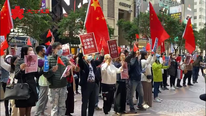 香港市民發起快閃唱歌聲援�u正義姐�v藍雪寶行動