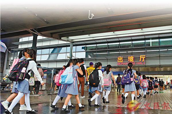 ■參加文憑試的跨境考生須於開考前至少14日回港作檢疫。 資料圖片