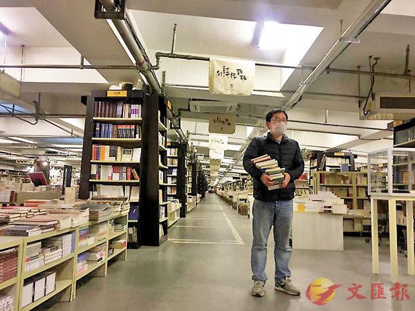 ■受疫情影響,剛重開數天的南京先鋒書店中人流稀少。