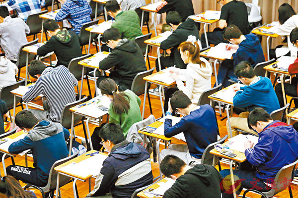 ■有40名內地考生入境被拒,或無法出席考試。圖為中學文憑試考場。 資料圖片