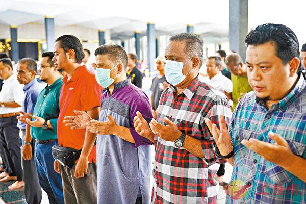 ■ 大馬政府認為仍無需要取消穆斯林周五禱告。 美聯社