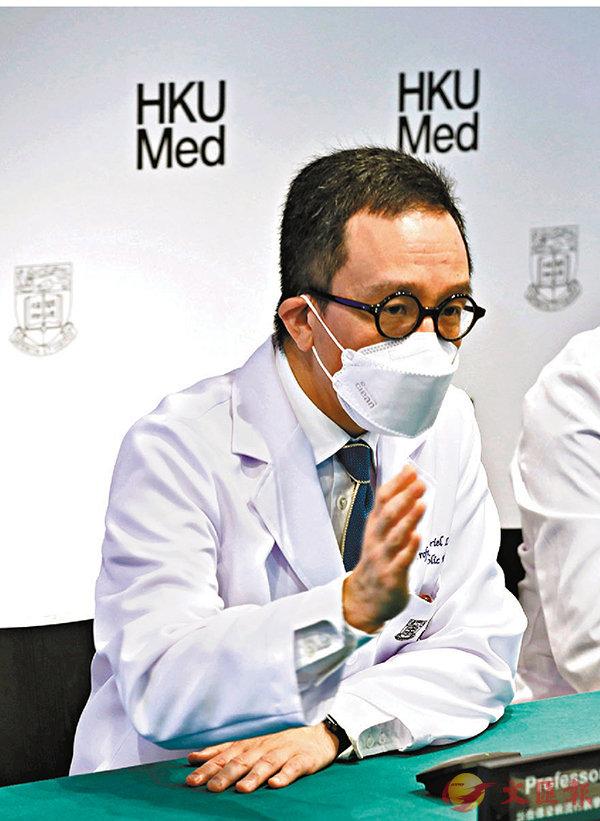 ■梁卓偉昨日警告,要慎防疫情在社區大爆發。 香港文匯報 記者  攝