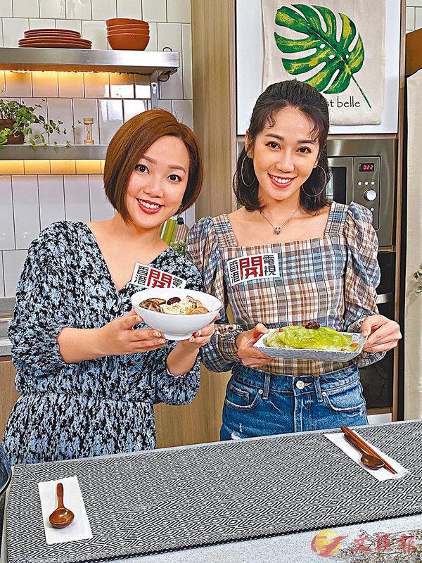 ■左起:盧頌恩(左)、蔡明思拍攝烹飪節目。