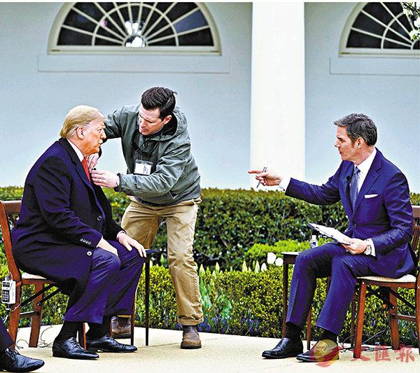 ■ 特朗普在白宮接受採訪。 美聯社