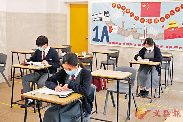 ■ 宿生每日均需穿�蚞蒚纁晡A到課室自修。香港文匯報記者  攝