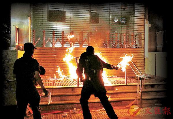■Swing成立的「思穎團隊」去年12月1日發起九龍遊行集會,後演變成黑魔瘋狂「打砸燒」事件。資料圖片