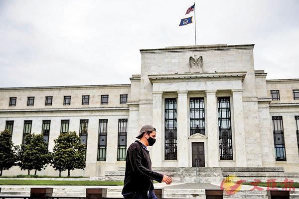 ■ 美聯儲會議記錄凸顯對經濟下行日益擔憂,市場相應調整預期,美元明顯回落,黃金迅速拉升。 新華社