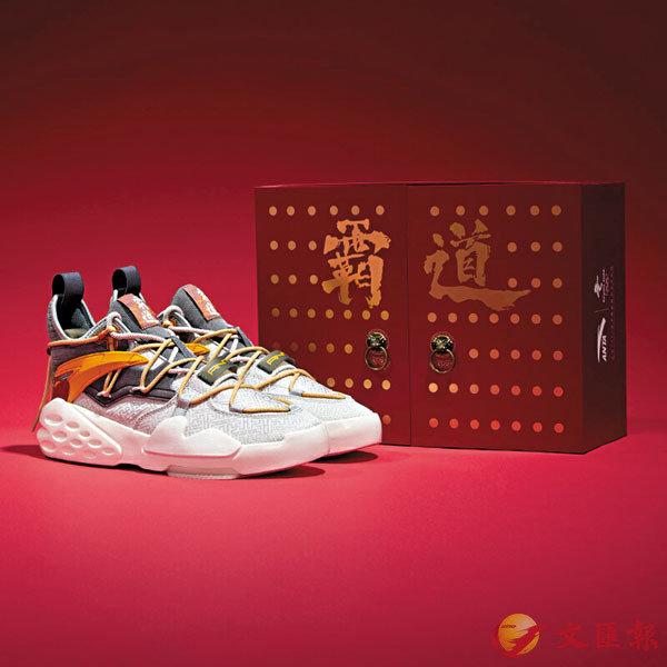 ■為2022年北京冬奧會而推出的「安踏×故宮」鞋款。安踏官網圖片