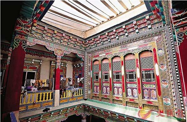 ■東壩民居整座建築以天井為中心,設計精雕細鏤。