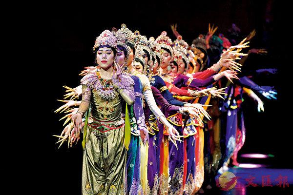 ■藏族傳統歌舞樂《金頂梵音-拉卜楞》融入藏戲元素。