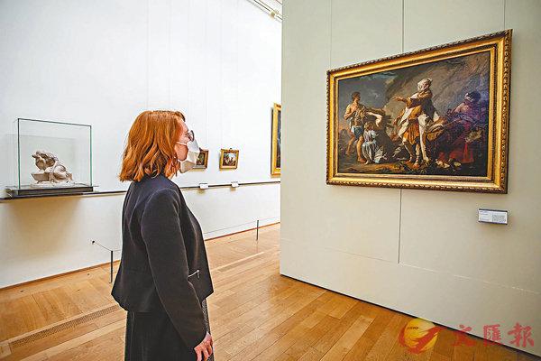 ■一名女子在里爾美術館參觀。